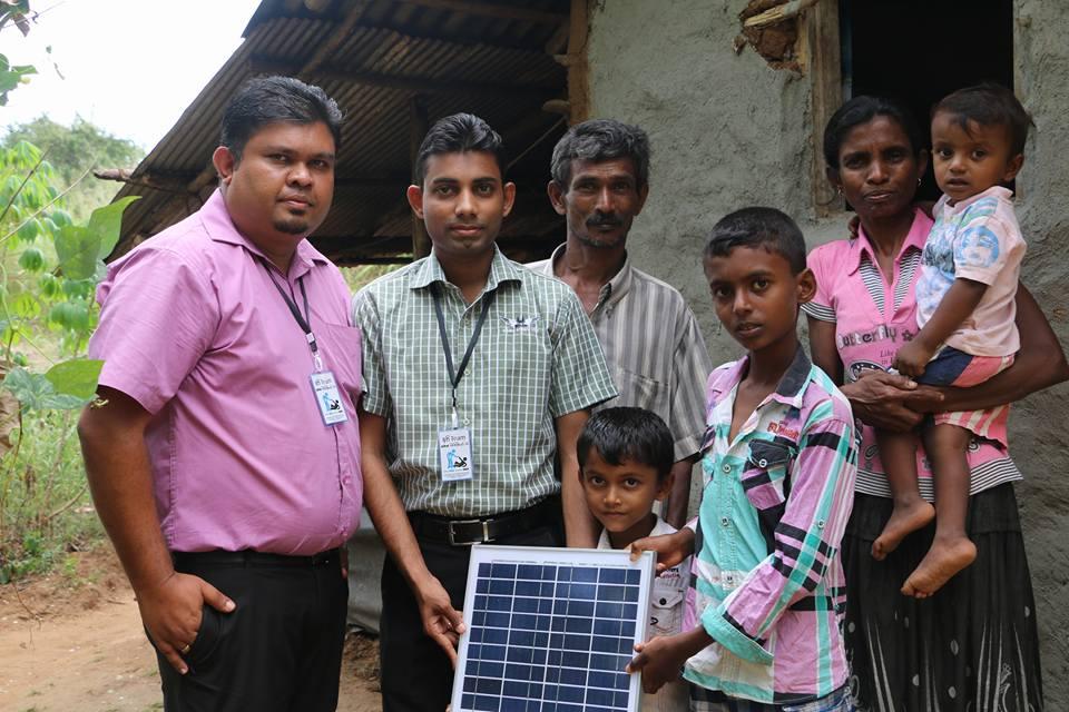 Solar Panel එකක් පරිත්යාග කර ජීවිත ගණනාවක් ආලෝකමත් කල ෆේස්බුක් මිතුරියන් දෙදෙනා