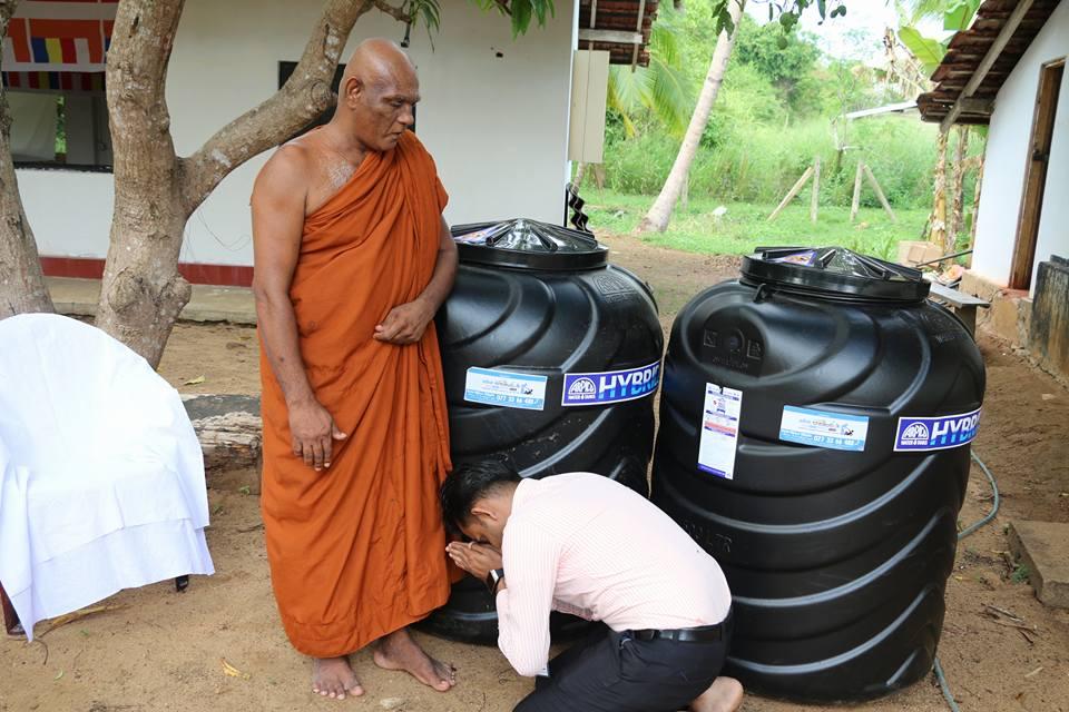 ලොකු අම්මාට පිං පිණිස පන්සලකට ජල ටැංකි 2ක් පූජා කල M. සුජානි අක්කා   Donating Water Tanks (Project 02)