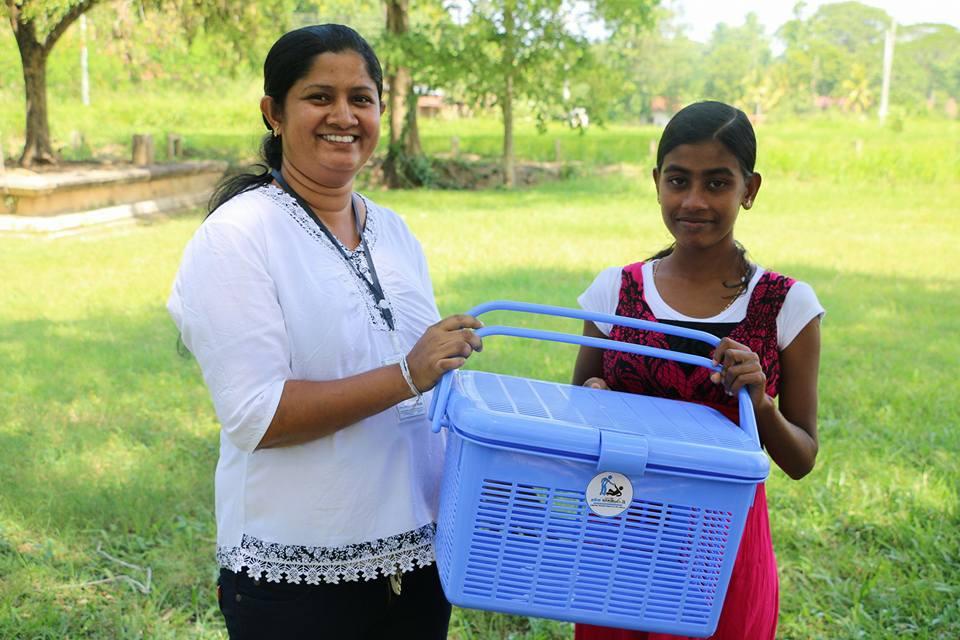 Pawani Manage නංගීට ආශිර්වාද පතා Prasad Priyanga Manage අයියා විසින් සිදුකරන පිංකම් මාලාව – ගැබිණි මාතාවන් වෙනුවෙන් දරු ප්රසූතියට අවශ්ය ද්රව්ය පරිත්යාග කිරීම | පිංකම 04